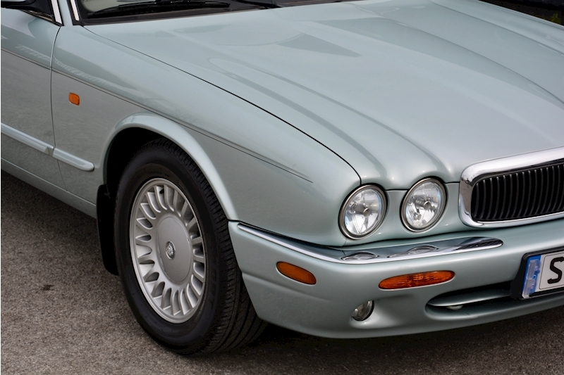 Jaguar XJ8 3.2 V8 3 Former Keepers + New Engine in 2005 + Ex Show Winner Image 16