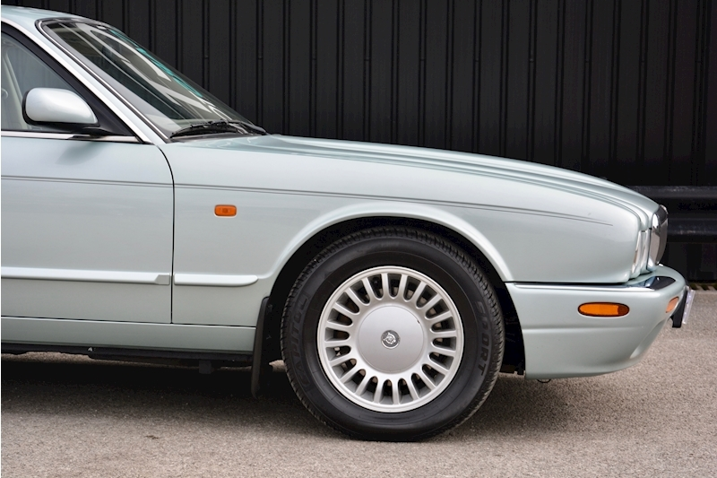 Jaguar XJ8 3.2 V8 3 Former Keepers + New Engine in 2005 + Ex Show Winner Image 15