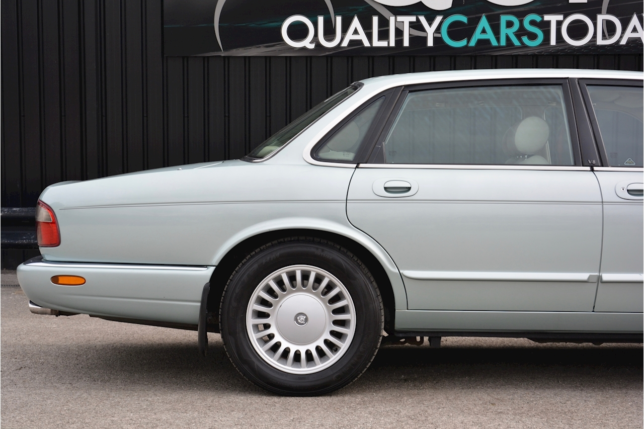 Jaguar XJ8 3.2 V8 3 Former Keepers + New Engine in 2005 + Ex Show Winner - Large 14