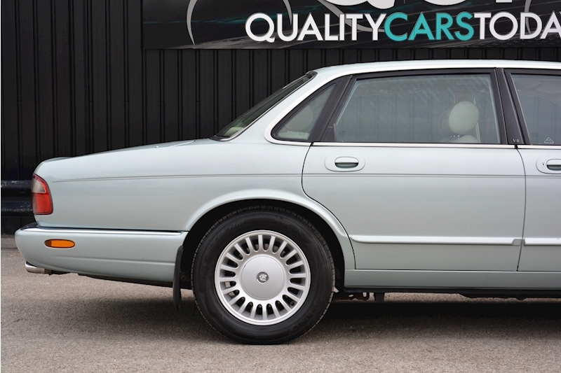 Jaguar XJ8 3.2 V8 3 Former Keepers + New Engine in 2005 + Ex Show Winner Image 14