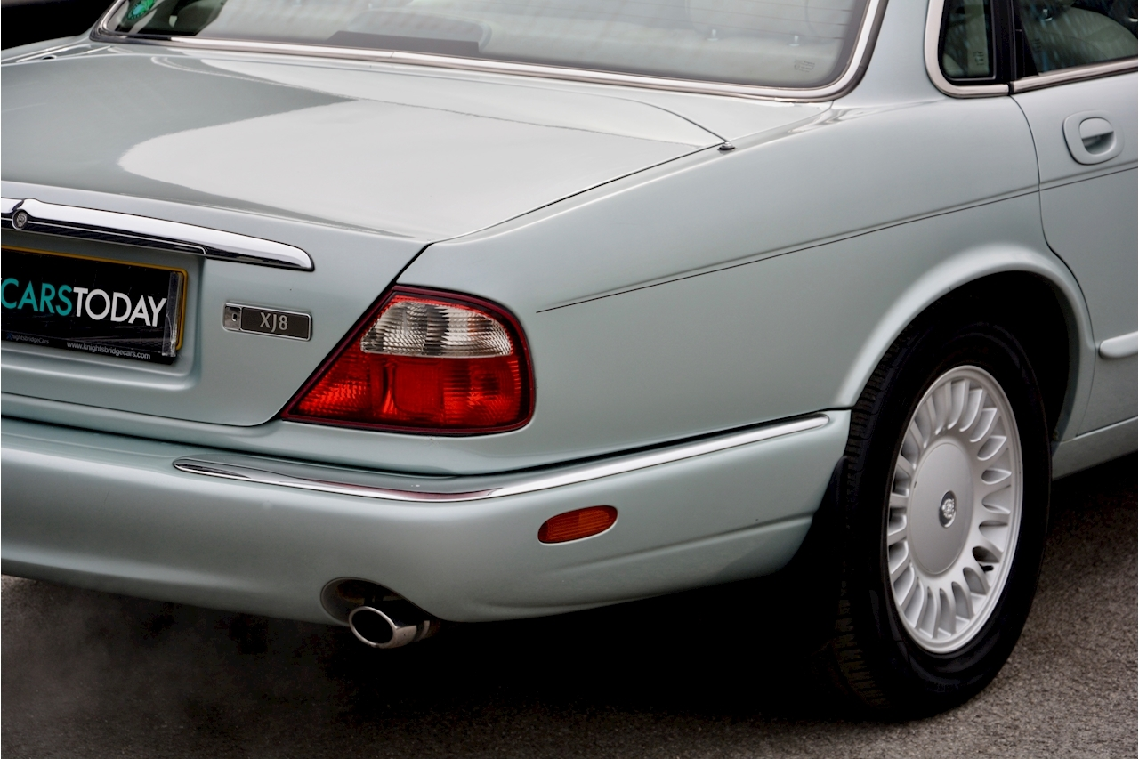 Jaguar XJ8 3.2 V8 3 Former Keepers + New Engine in 2005 + Ex Show Winner - Large 13