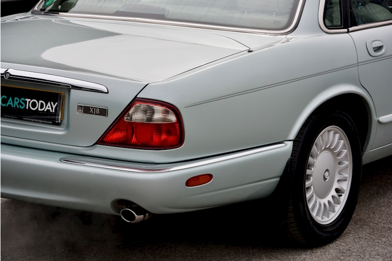 Jaguar XJ8 3.2 V8 3 Former Keepers + New Engine in 2005 + Ex Show Winner Image 13