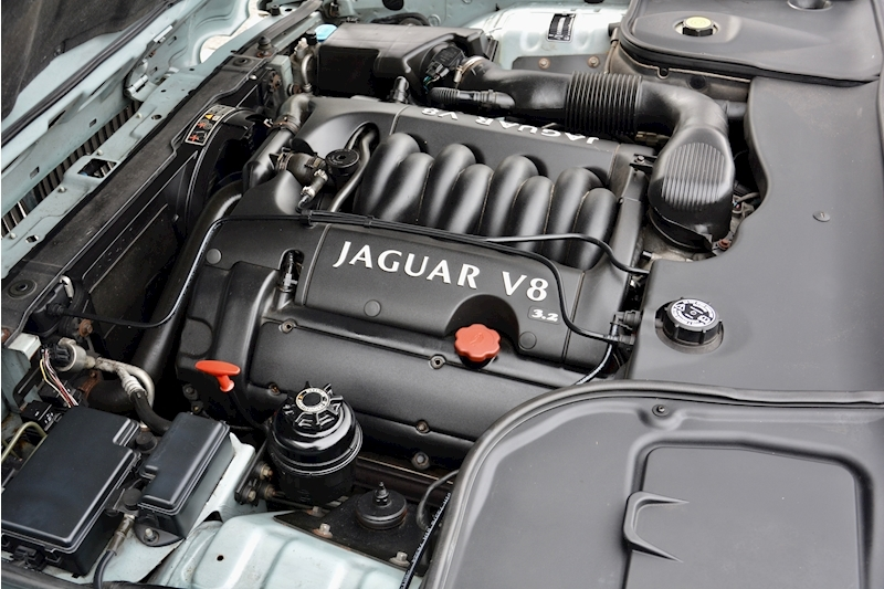 Jaguar XJ8 3.2 V8 3 Former Keepers + New Engine in 2005 + Ex Show Winner Image 34