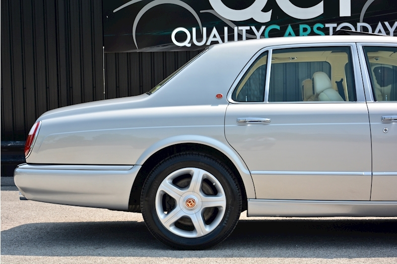 Bentley Arnage Arnage Red Label 6.8 4dr Saloon Automatic Petrol Image 7