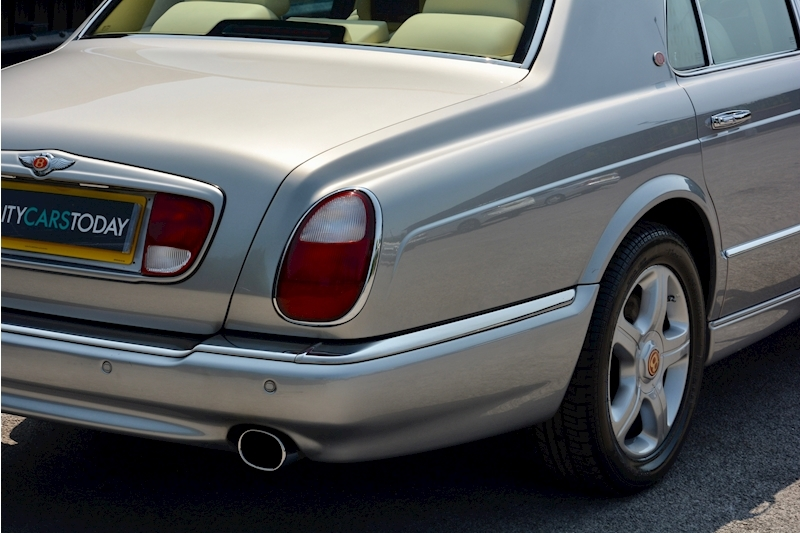 Bentley Arnage Arnage Red Label 6.8 4dr Saloon Automatic Petrol Image 6
