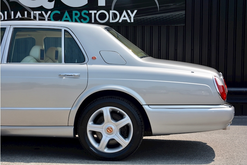 Bentley Arnage Arnage Red Label 6.8 4dr Saloon Automatic Petrol Image 12