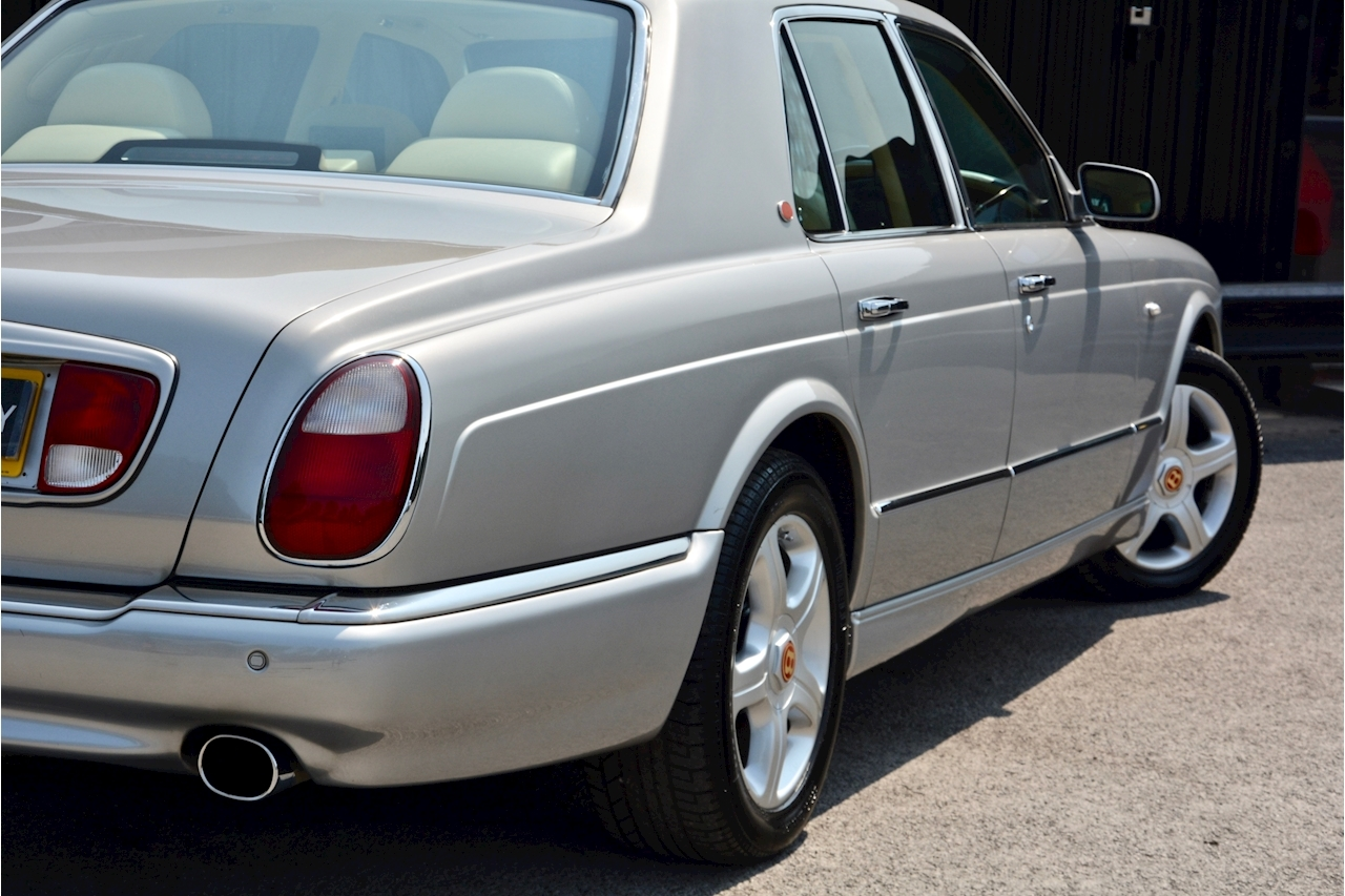 Bentley Arnage Arnage Red Label 6.8 4dr Saloon Automatic Petrol - Large 14