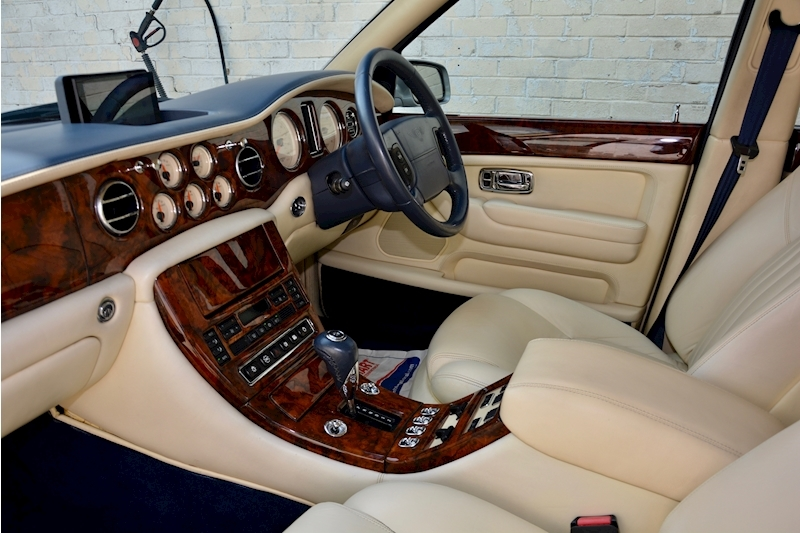 Bentley Arnage Arnage Red Label 6.8 4dr Saloon Automatic Petrol Image 21