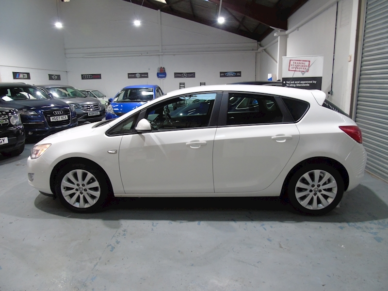 Vauxhall Astra 1.4 Exclusiv 5dr - P/X TO CLEAR - Large 7