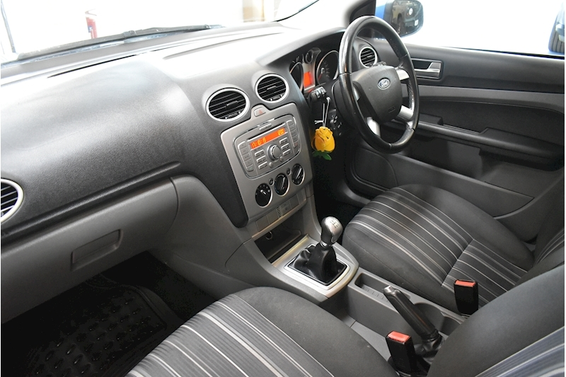 Ford Focus 1.8 Style - Large 24