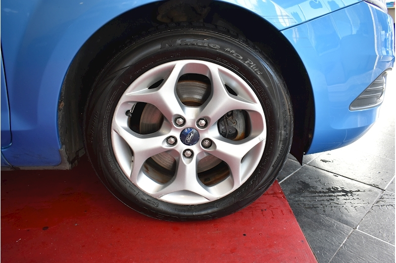 Ford Focus 1.8 Style - Large 38