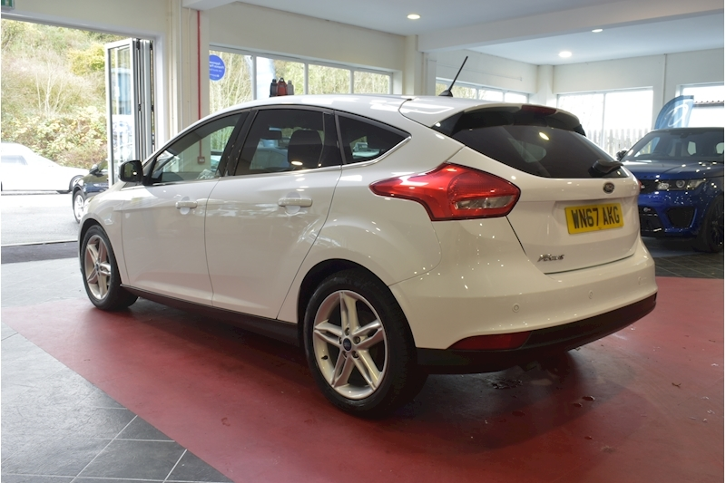 Ford Focus 1.5 Zetec Edition Tdci - Large 4