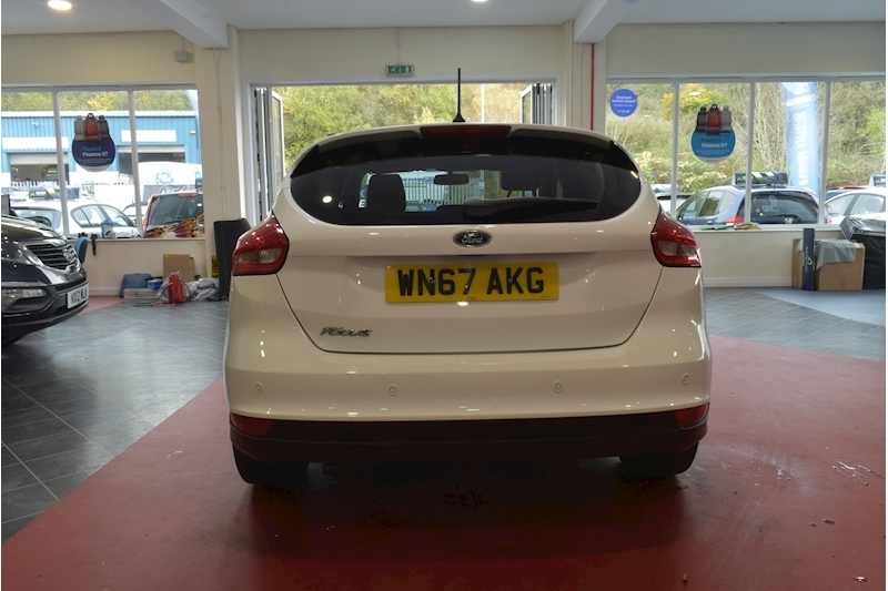 Ford Focus 1.5 Zetec Edition Tdci - Large 5