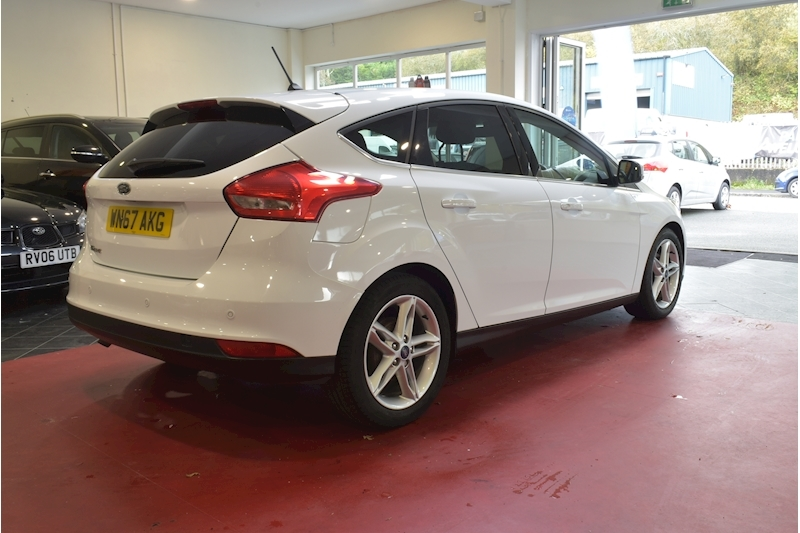Ford Focus 1.5 Zetec Edition Tdci - Large 6