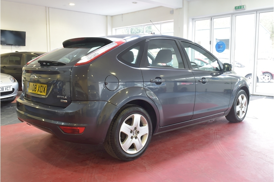 Ford Focus 1.6 Style 110 - Large 5