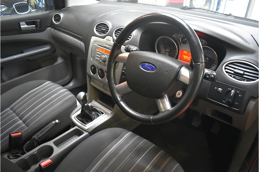 Ford Focus 1.6 Style 110 - Large 7