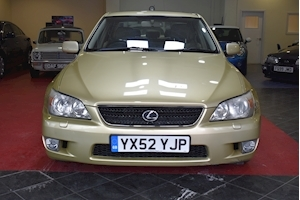 Is 200 Se Saloon 2.0 Automatic Petrol