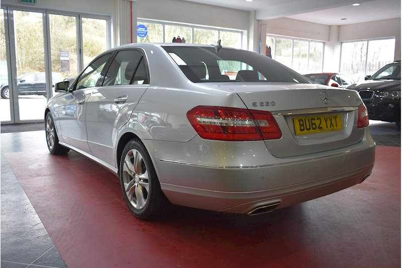 Mercedes-Benz E Class 2.1 E220 Cdi Blueefficiency Executive Se - Large 4