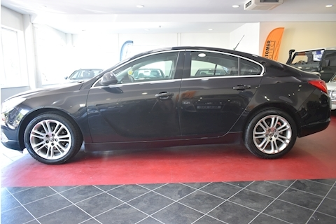 Insignia Exclusiv Hatchback 1.8 Manual Petrol