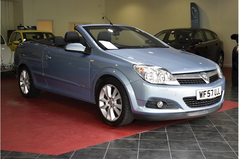 Vauxhall Astra 1.9 Twin Top Design - Large 0