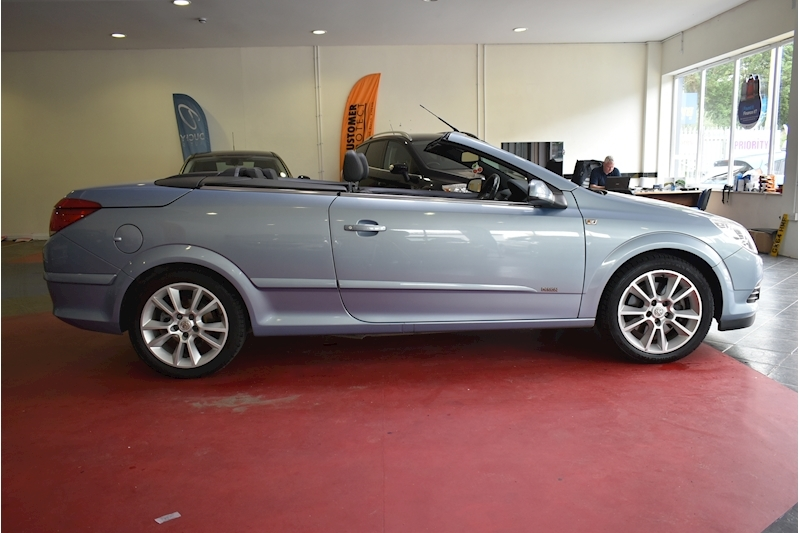 Vauxhall Astra 1.9 Twin Top Design - Large 8