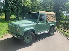 Land Rover Defender 90 Pick-Up Td5 2.5 122 - Thumb 0