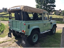 Land Rover Defender 90 Pick-Up Td5 2.5 122 - Thumb 3
