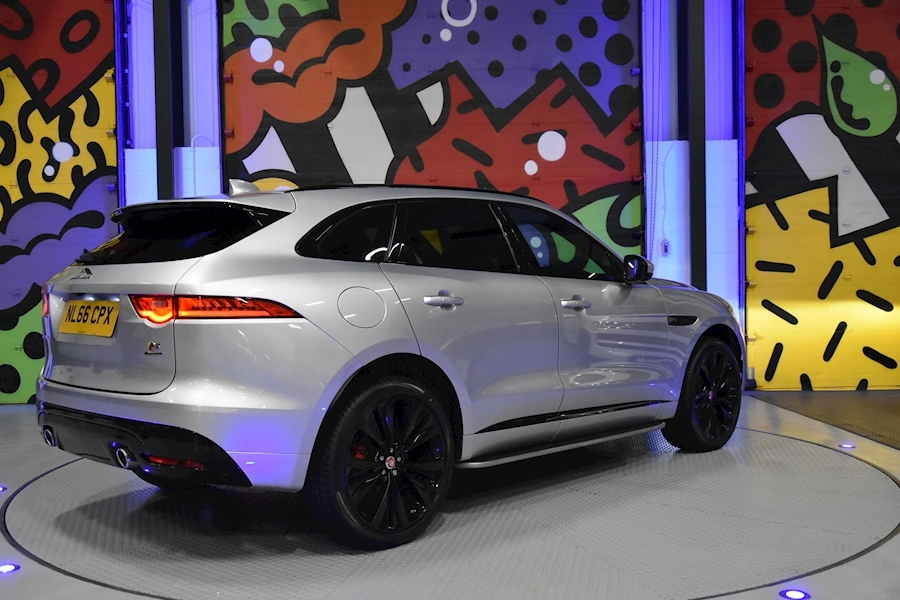 Jaguar F-Pace 3.0 - Large 1