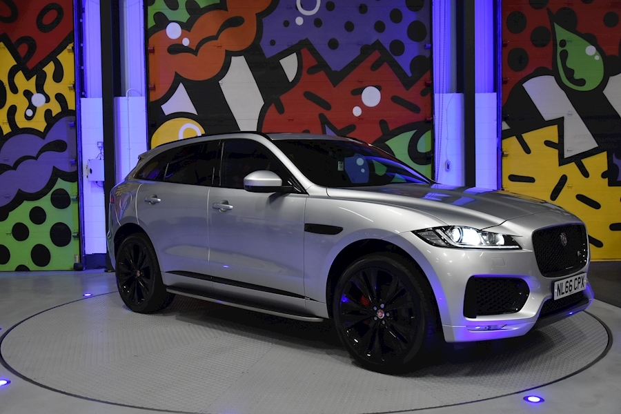 Jaguar F-Pace 3.0 - Large 0