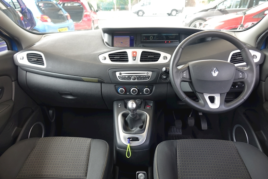 Scenic Dynamique Tomtom Dci Mpv 1.5 Manual Diesel For Sale in Exeter