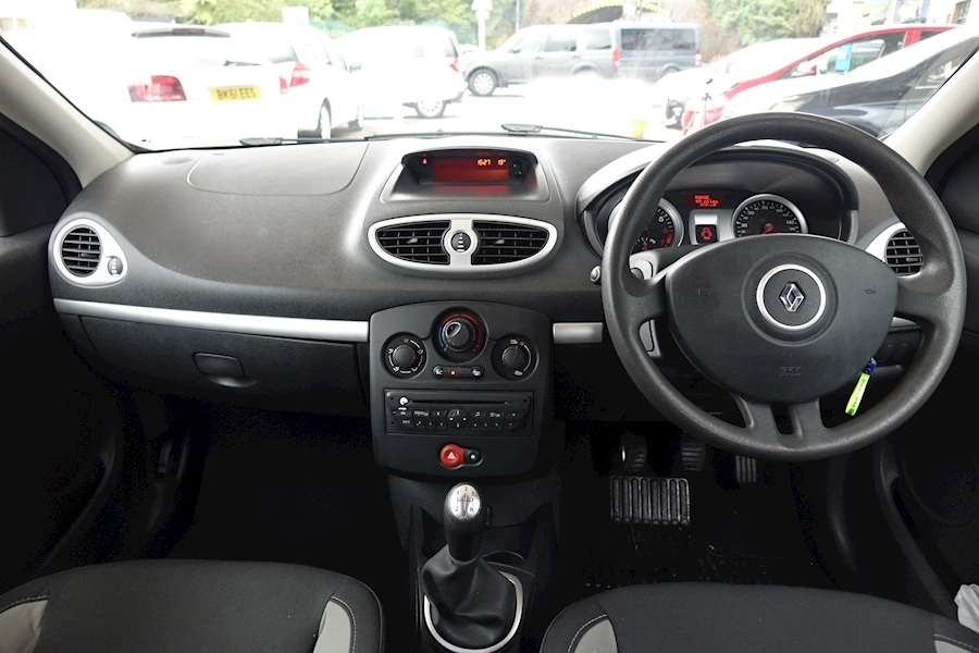 Clio Expression 16V Hatchback 1.1 Manual Petrol For Sale in Exeter