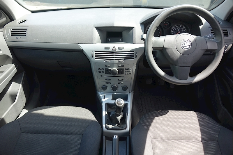 Astra Life Ac Hatchback 1.6 Manual Petrol For Sale in Exeter