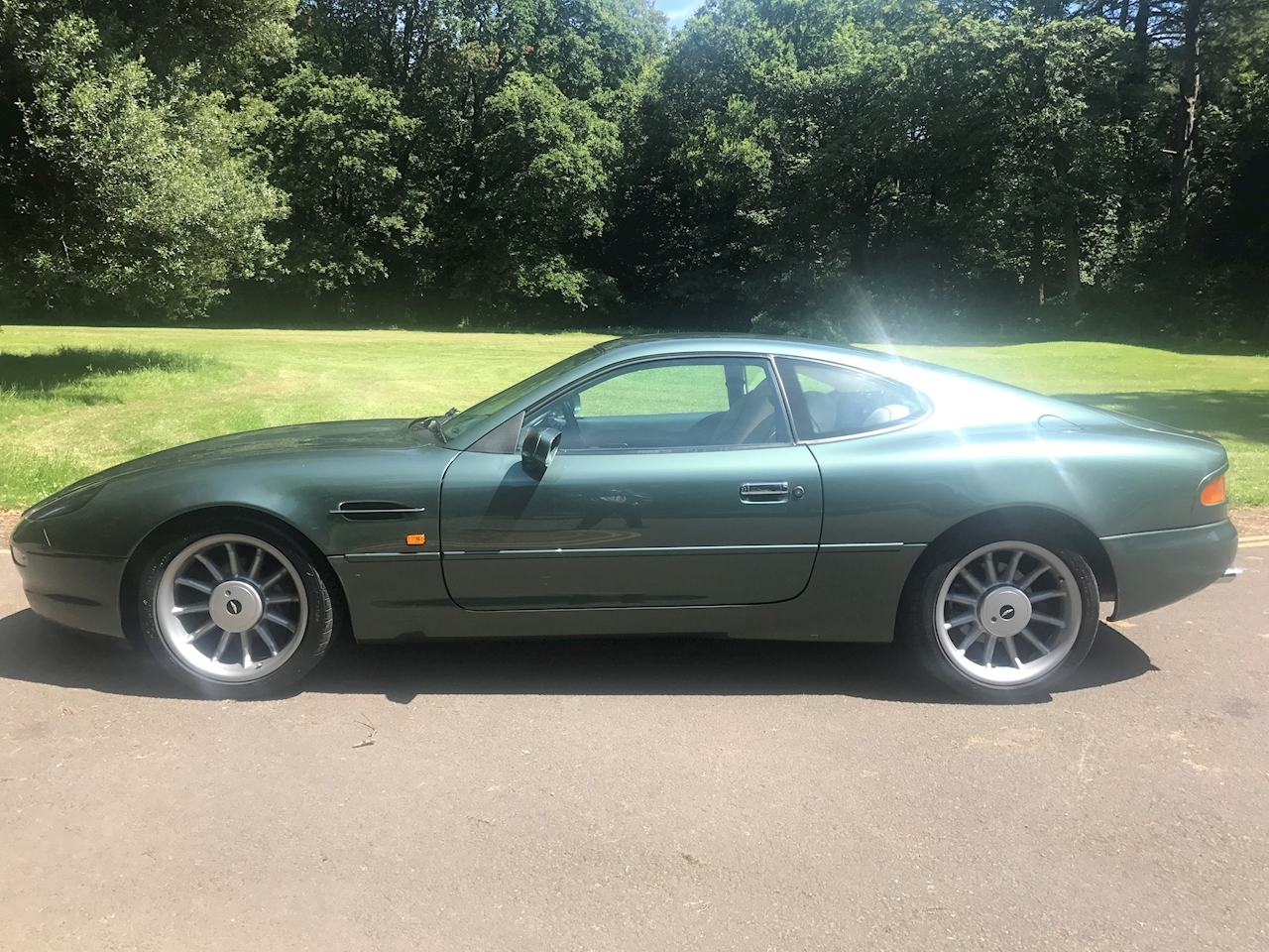 Aston Martin DB7 Coupe - Large 0