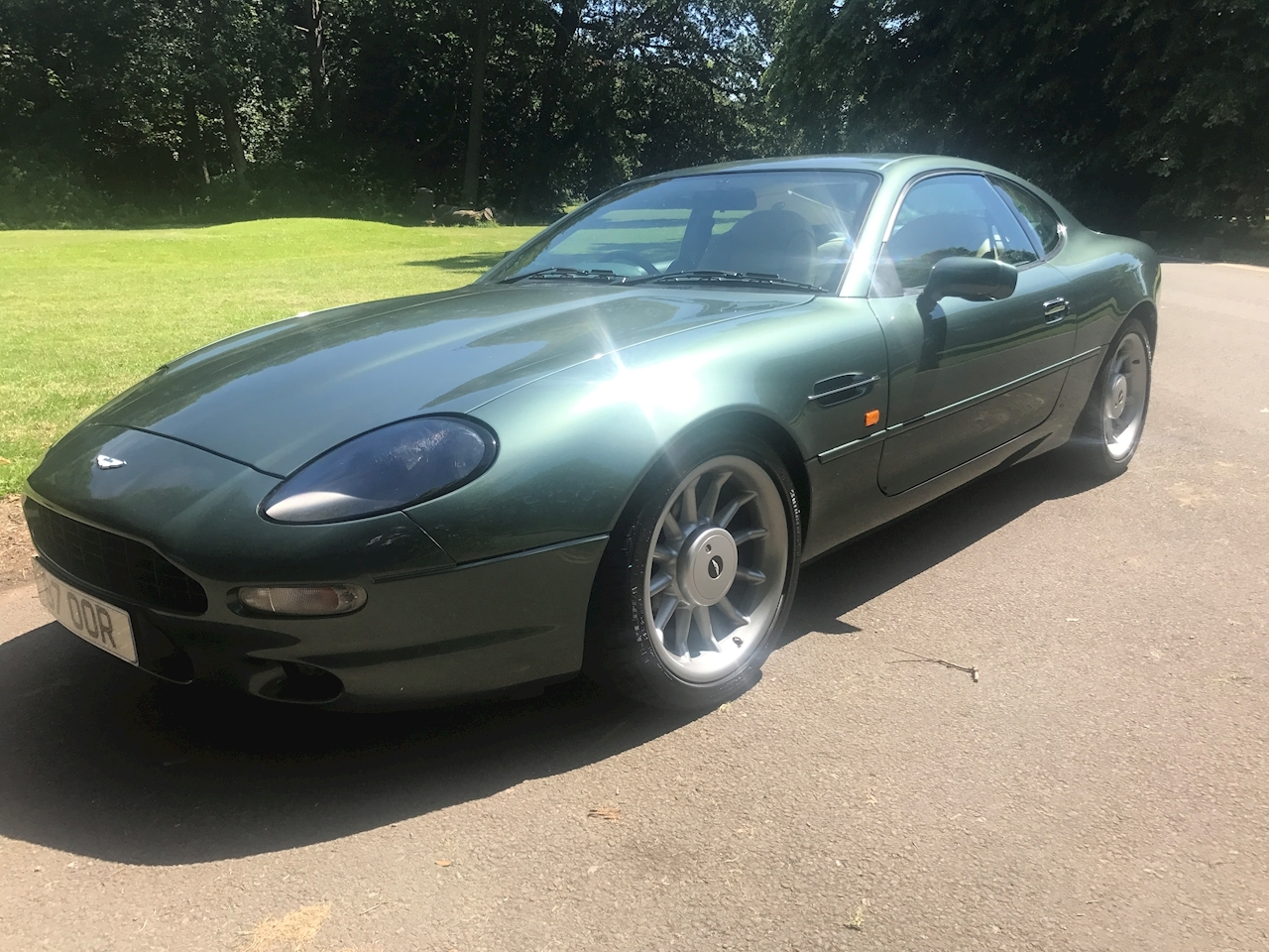 Aston Martin DB7 Coupe - Large 2