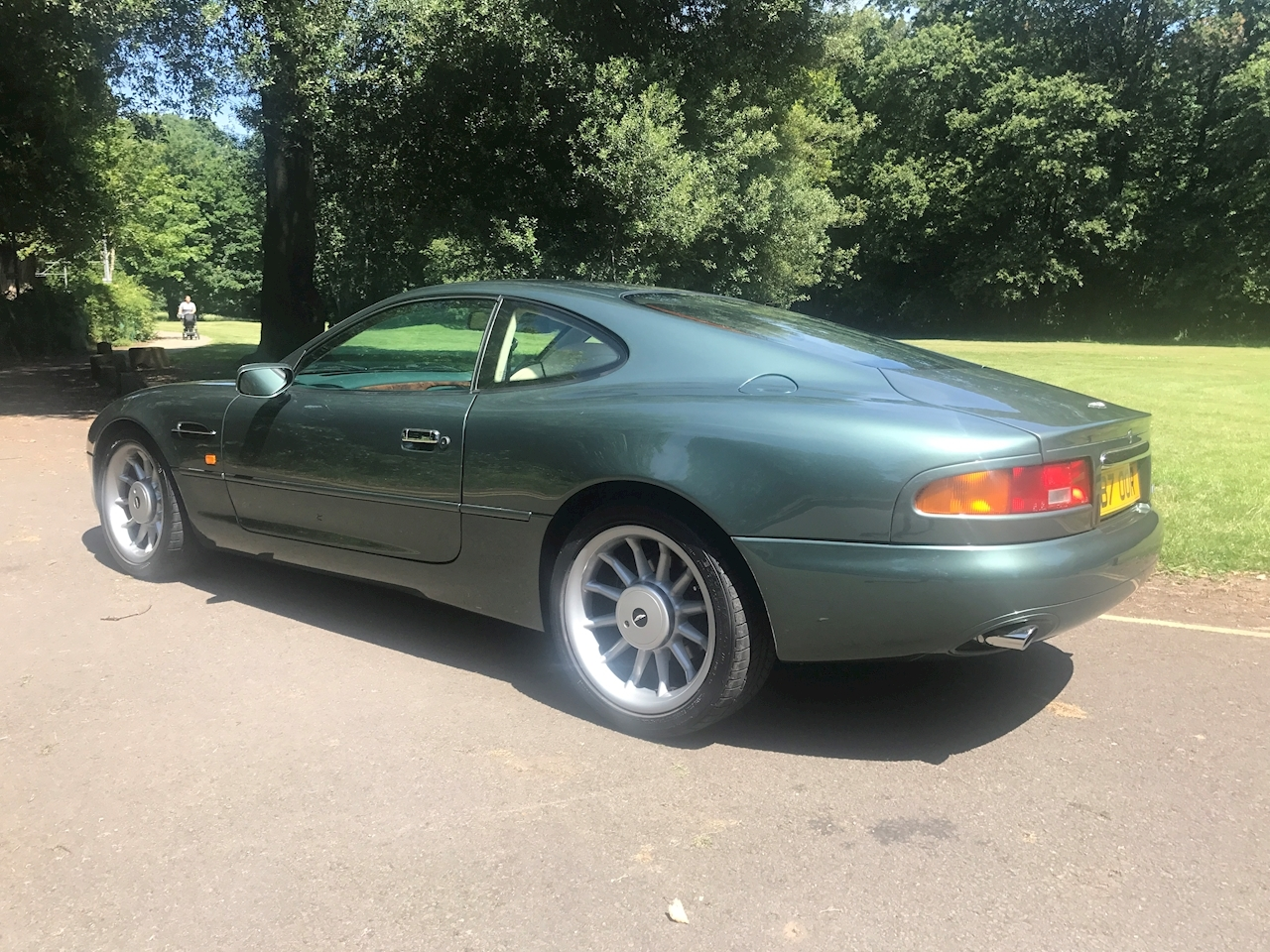 Aston Martin DB7 Coupe - Large 3