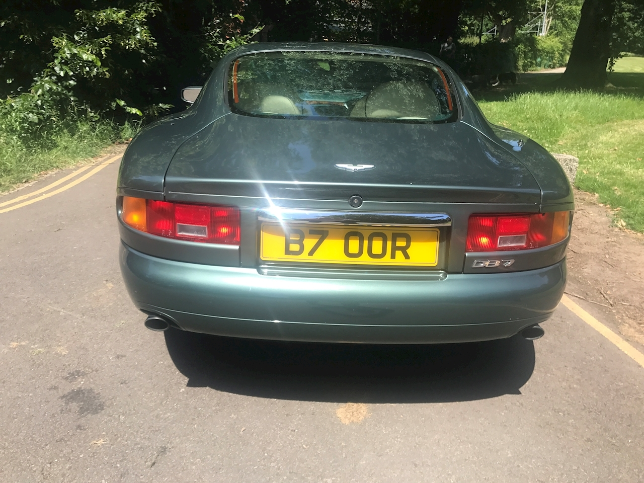 Aston Martin DB7 Coupe - Large 4