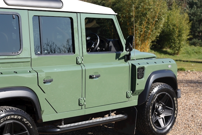 Land Rover Defender 110 Td County Station Wagon - Large 42
