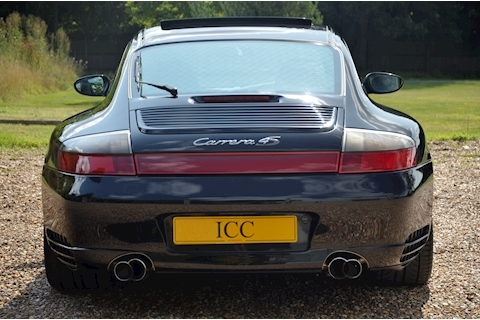 Porsche 911 Carrera 4S Tiptronic S - Large 3