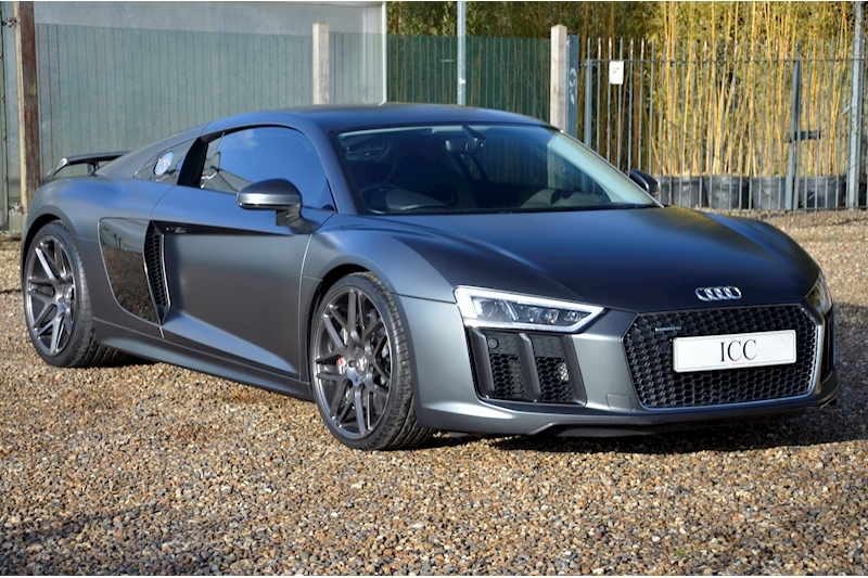 Audi R8 V10 Plus Quattro - Large 0