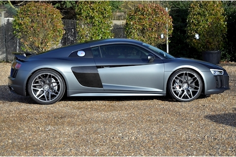 Audi R8 V10 Plus Quattro - Large 1