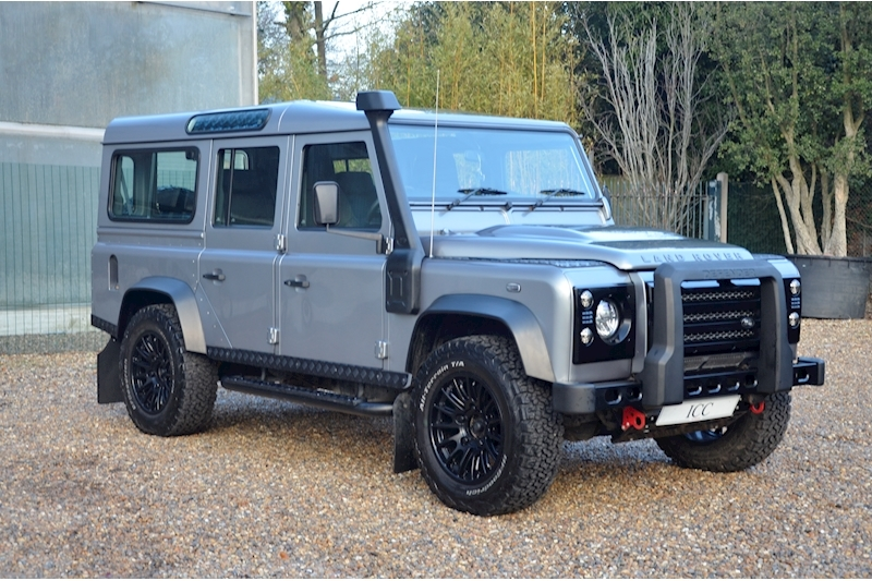 Land Rover Defender 110 Td Xs Station Wagon - Large 0