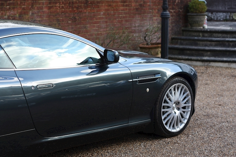 Aston Martin DB9 V12 - Large 19