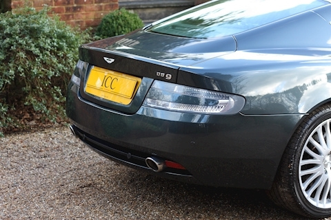 Aston Martin DB9 V12 - Large 20