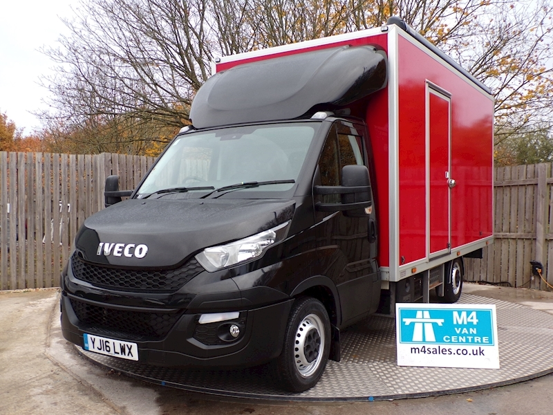 Iveco Daily 35.10 Hr Van Display Van Image 1