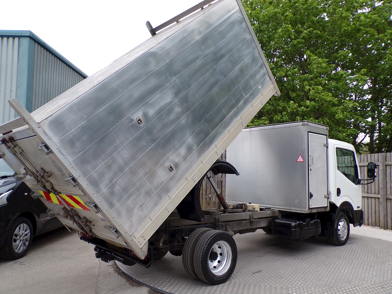 Nissan Nt400 Cabstar 35.14 HIGH SIDED TIPPER WITH TOOL BOX