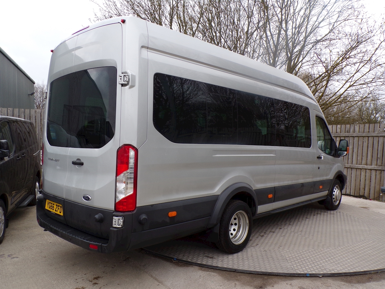 Ford Transit 125ps 17 Seat Trend