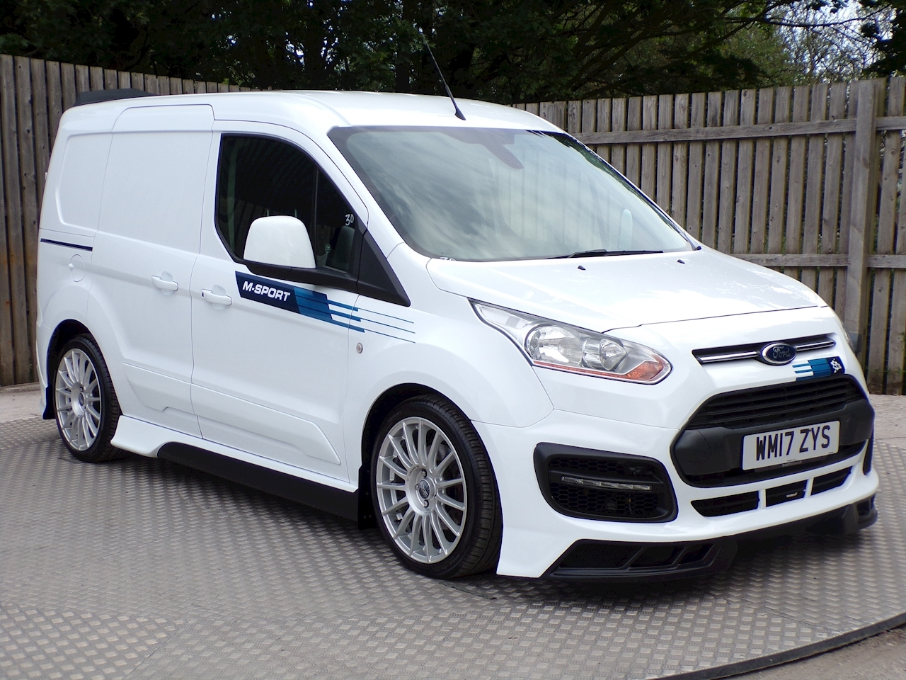 Ford Transit Connect 200 LIMITED M SPORT EURO 6 SAT NAV