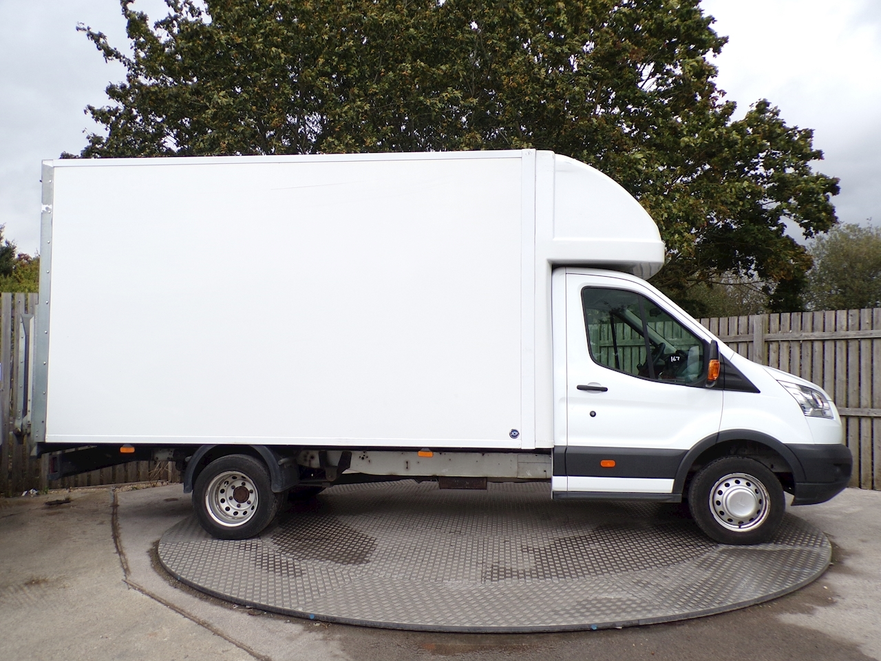 Ford Transit 350 Luton LWB with Taillift