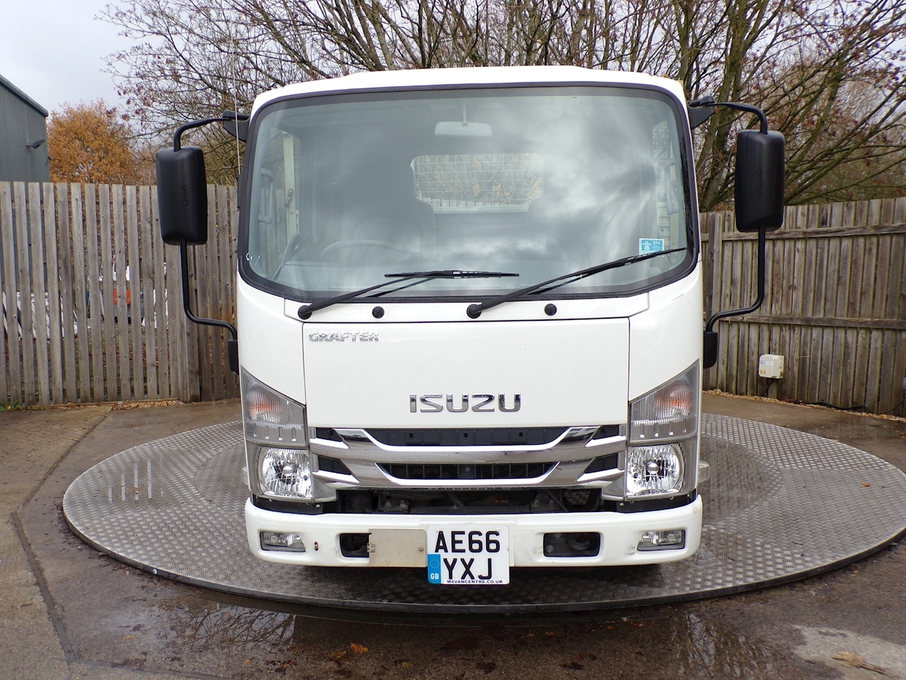 Isuzu Grafter N35.120T Grafter LWB Dropside with tailift