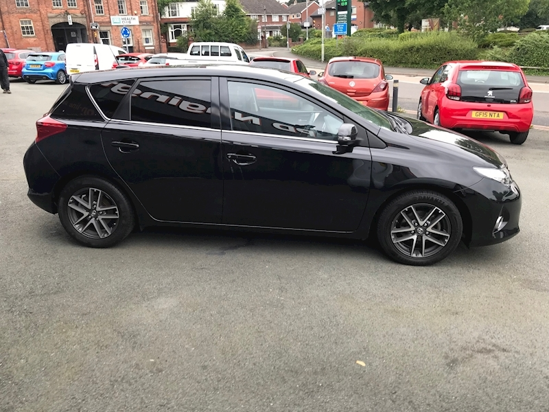Toyota Auris D-4D Icon Plus - Large 9